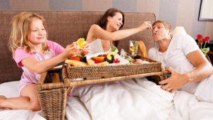 geboorte ontbijt op bed thuislevering Borsbeke