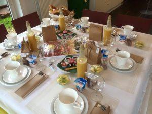 Wat een prachtig gedekte ontbijttafel !
